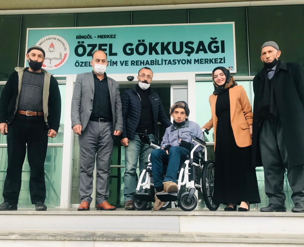 Engelli Gence Akülü Sandalye Hediye Edildi