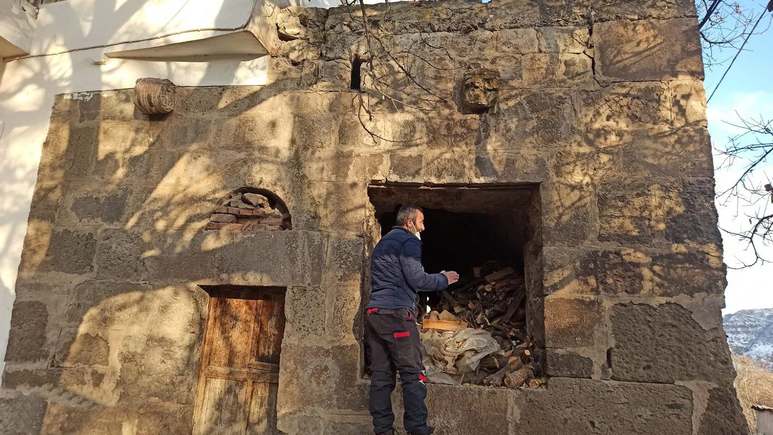 Tarihi Yapılar Tahrip Ediliyor