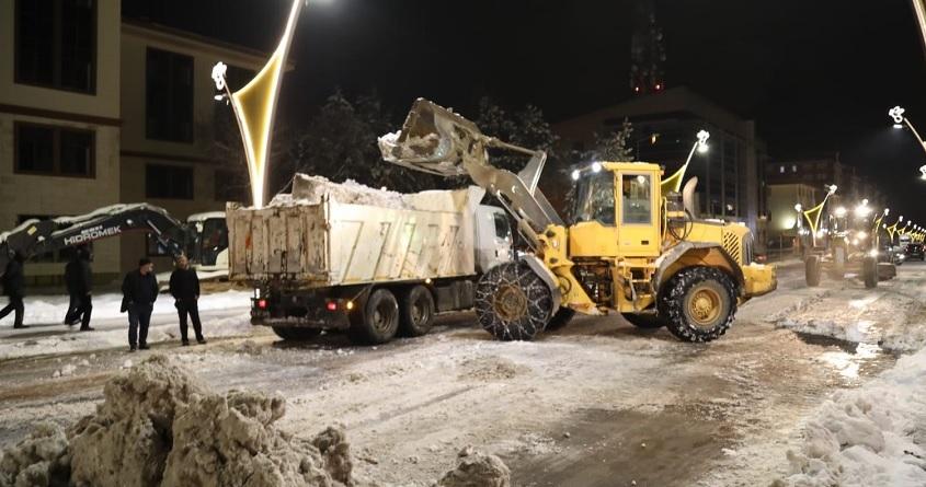 Belediye'nin Kar Temizleme Çalışmaları Sürüyor