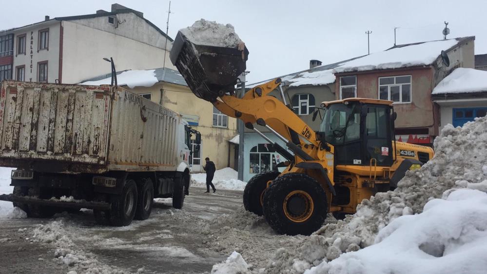 700 Kamyon Kar İlçe Dışına Taşındı