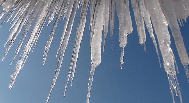 Buz Sarkıtlarına Dikkat!