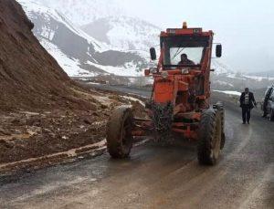 Bingöl'de Heyelan Nedeniyle Kapanan Yol Açıldı