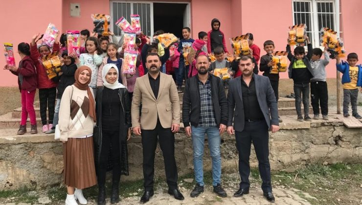 Bingöl Ülkü Ocakları Çocukları Sevindirdi