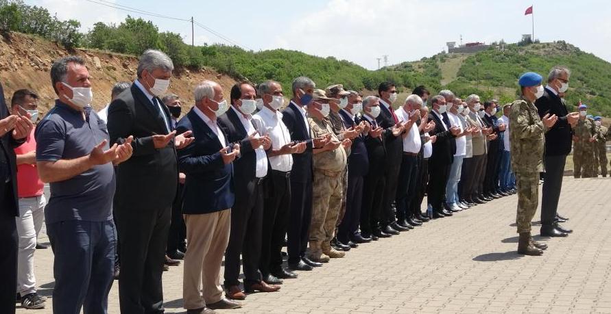 28 Yıl Önce Şehit Edilen 33 Asker Törenle Anıldı