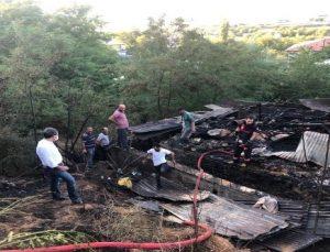 Çatı Yangını: 1 Kişi Hastaneye Kaldırıldı