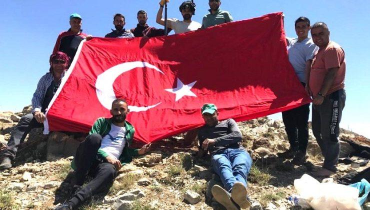 Şeytan Dağlarına Türk Bayrağı Astılar