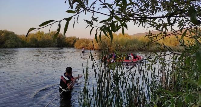 Nehirde Mahsur Kaldılar