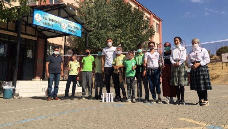 2 Okula Badminton Malzemeleri Gönderildi