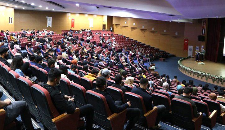 """""""Yurt Dışı Eğitim ve Yabancı Dilin Önemi"""" Konferansı Düzenlendi"""